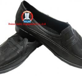 Giày nhựa nam nữ màu đen